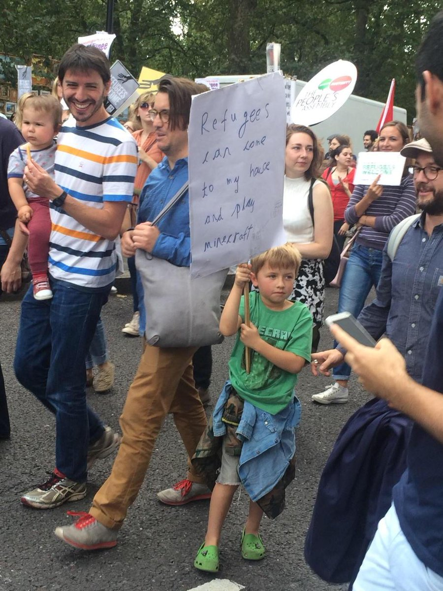 This little guy was spotted among over 90,000 marching in solidarity with refugees in London http://t.co/FxrWAMGFPX http://t.co/ucCpAgl29i