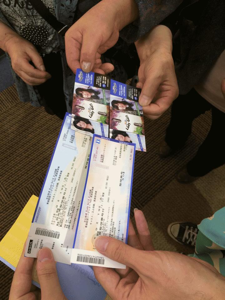 みかしーのお祖母様とチケット記念撮影した #Ladygo http://t.co/0TW15UgVvs