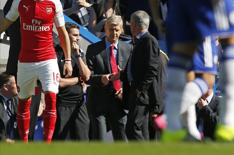 Chelsea-Arsenal : Mourinho et Wenger se sont serré la main