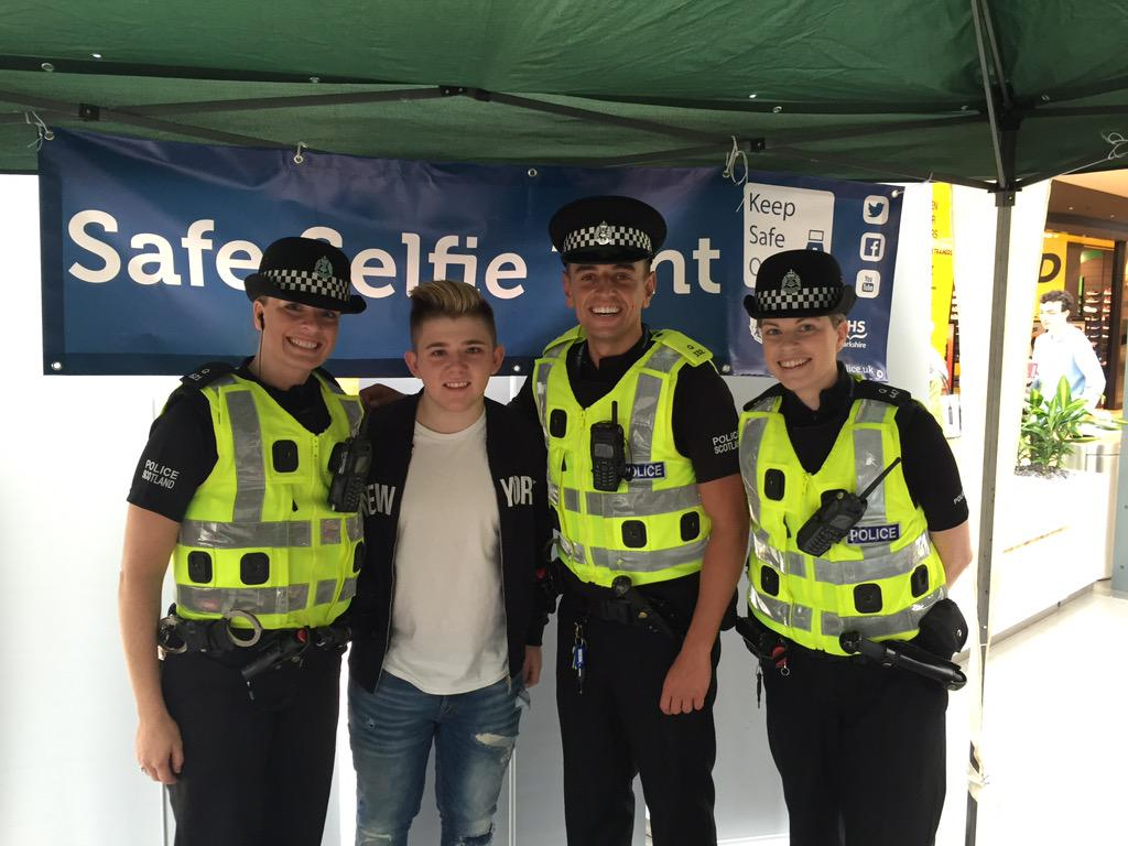 RT @Lanarkshire_Pol: CYBER CRIME - You're Nicked!!! @nickymcdonald1 supporting our internet safety in East Kilbride (and doing selfies!!) h…