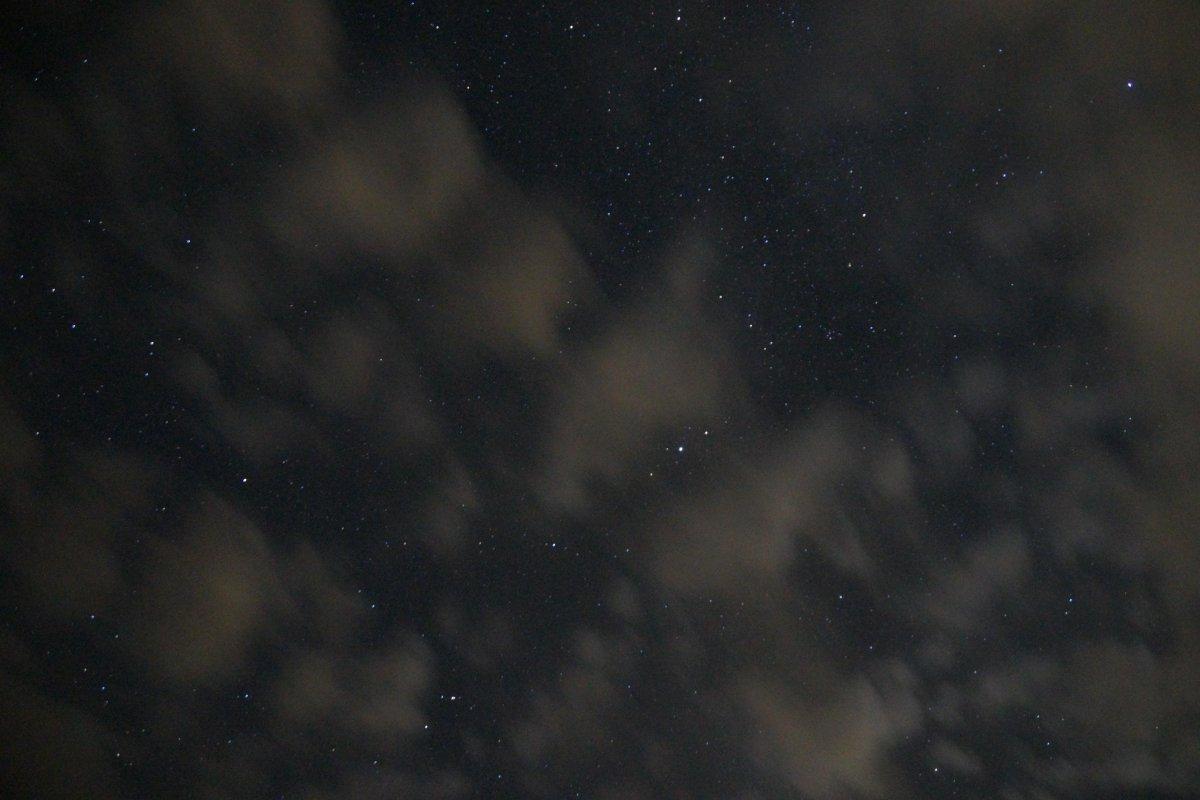 雲が出てますがいい感じで撮れた・・・かな? 時間前ですが、外でカメラ撮影 #シンデレラの観測会 #久万高原天文台 http://t.co/0R7WLO3YEk