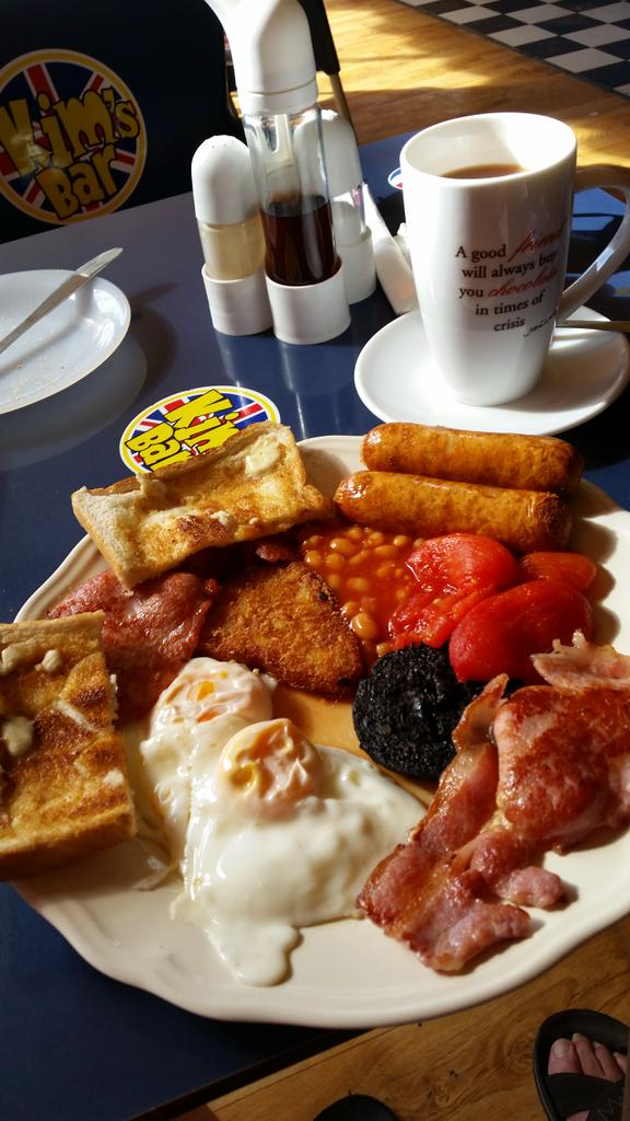 This is why I go to Gran Canaria #superbreakfast #kimsbar <br>http://pic.twitter.com/wzPtlk4miV