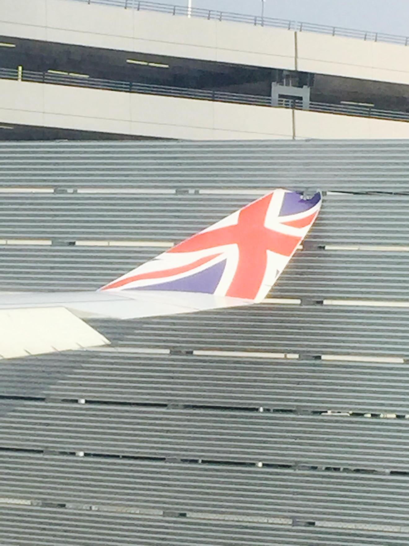 Авиакомпания Virgin Atlantic задела забор.