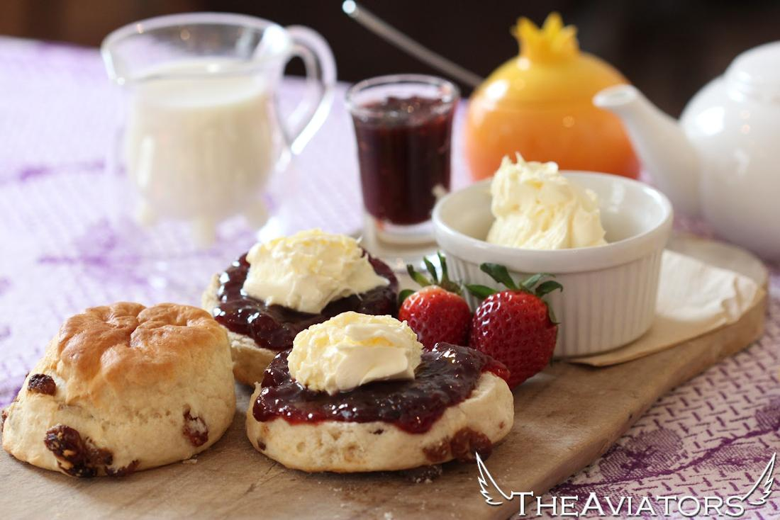 Tea (or coffee), scones, jam and clotted cream is a Cornish Cream tea and a tasty tradition! try some! #TheAviators http://t.co/QwZn1zz9cp