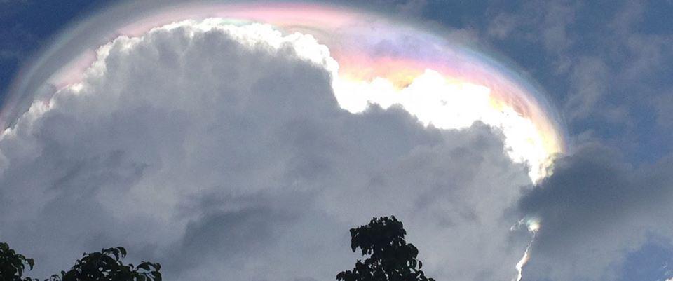 Pileo, misteriosa nuvola multicolore in Costa Rica