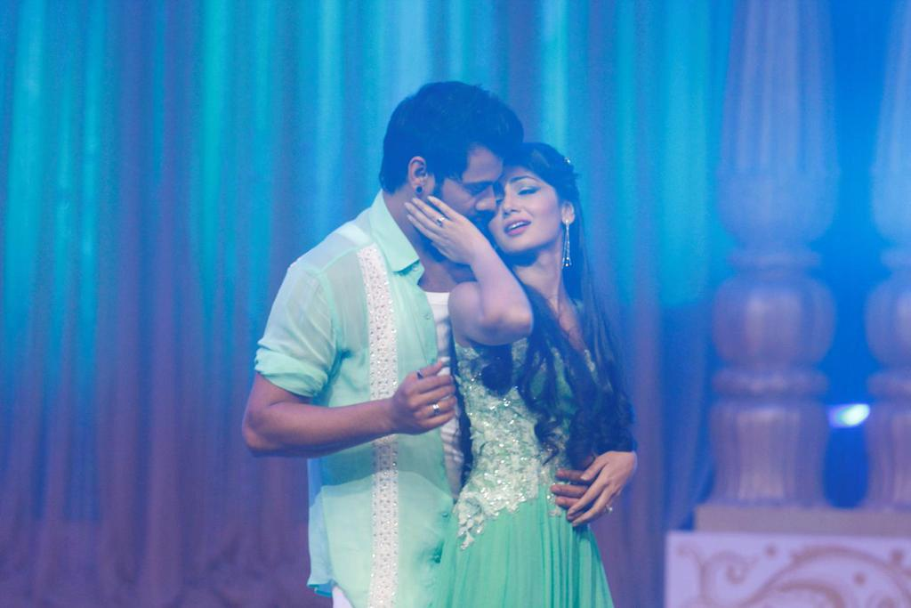 Abhi and Praya's romantic act