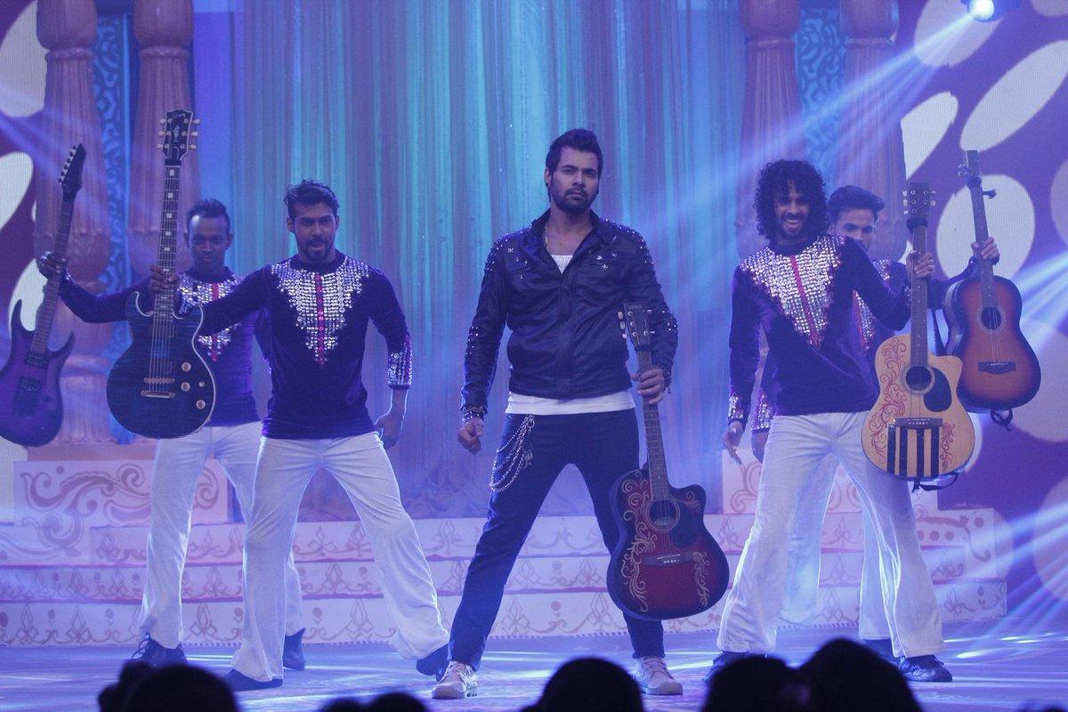 Shabbir Ahluwalia aka Abhi's Rockstar performance
