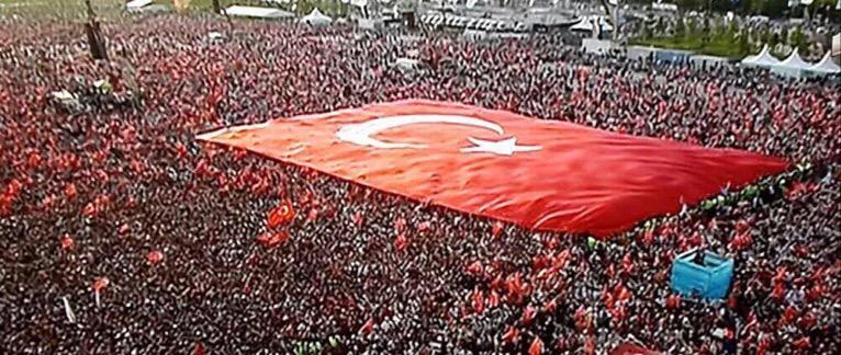 """İstanbul Yenikapı'da büyük bir coşku ile gerçekleşen """"Milyonlarca Nefes / Teröre Karşı Tek Ses"""" mitinginden kareler.. http://t.co/5qDy9znAiN"""