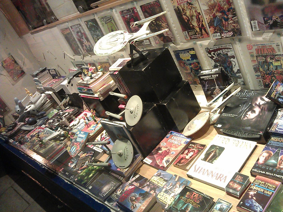 Big sale of Marvel DC Simpsons Star Wars etc comics, books, models, figurines. Cancer Society, Castle St, Cork Fri 25 http://t.co/UsnrshbSWV