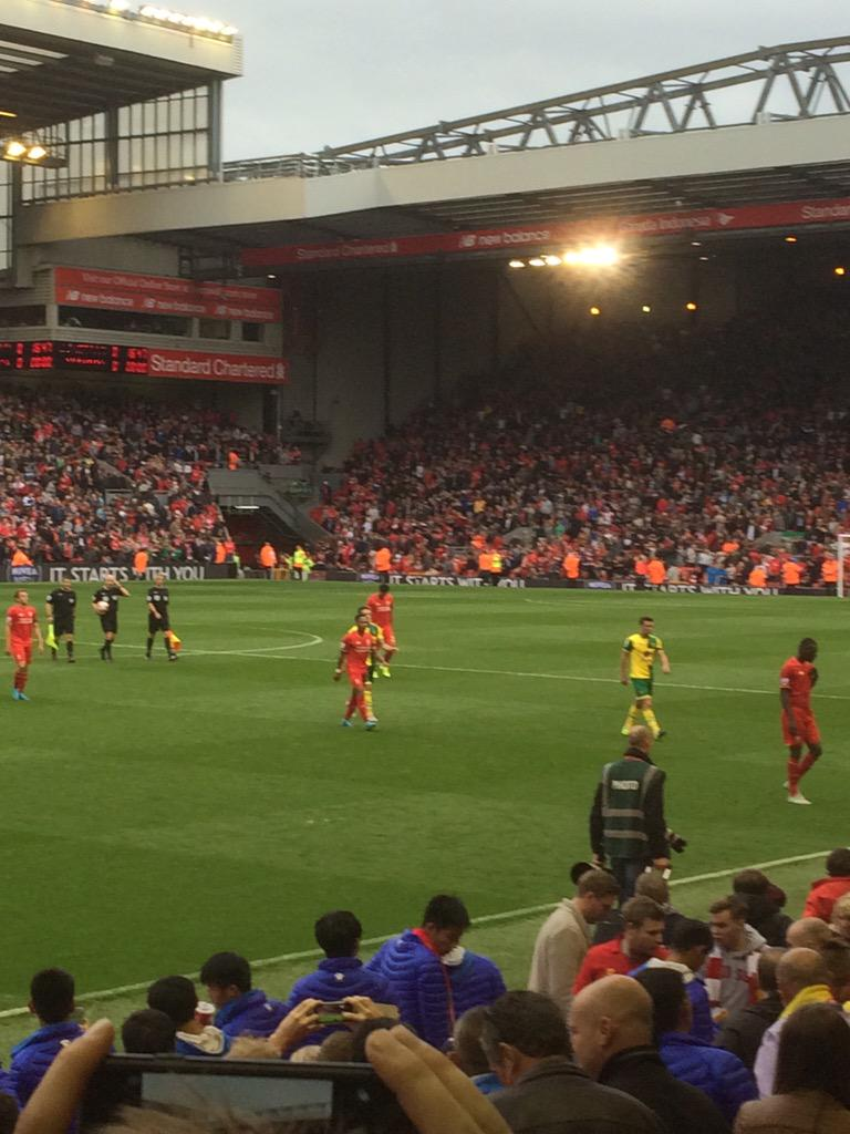 £ Work hard all week to pay £100 a game to watch that...#lfc mid table mediocrity!  Rodgers Out! http://t.co/XRpdW273Yy