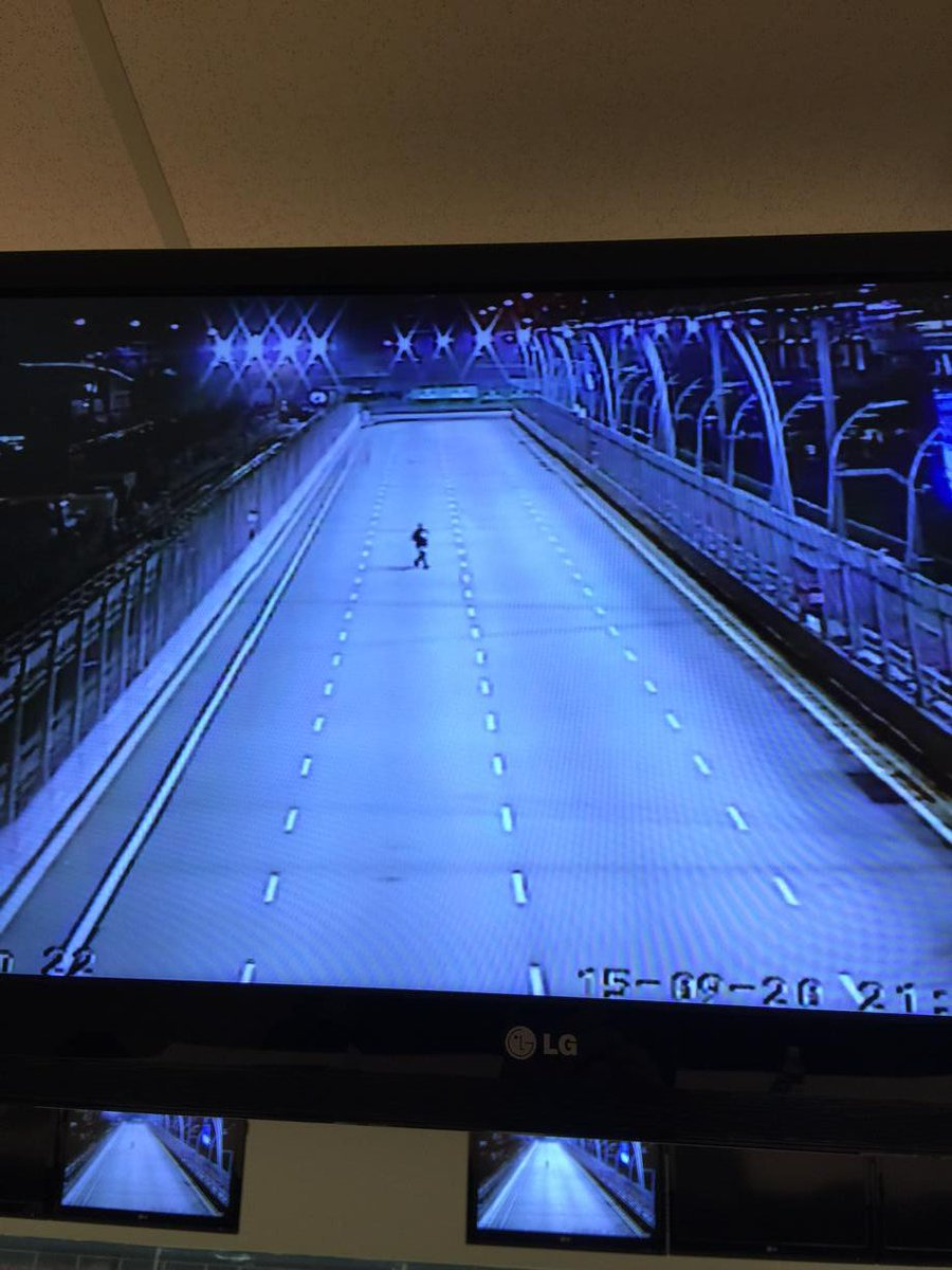 The moment a man walked across the track #F1 #SingaporeGP on CCTV http://t.co/LjfVdcGR9O