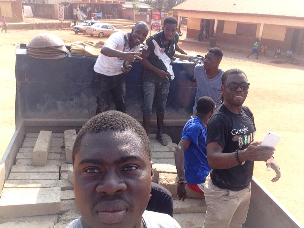 I never see constructn workers them dey like take selfies so before @Amegaxi @KojoAB @Im_Adom @KwameAnim #NVDay15 http://t.co/MAXWFfaf8d