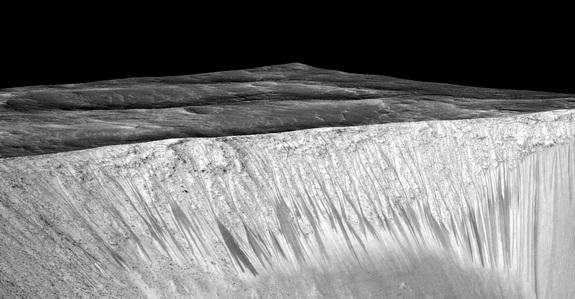 BREAKING NEWS: Salty Water Flows on Mars Today, Boosting Odds for Life http://t.co/TMd6eRHR7K http://t.co/DxHbHRaYkG