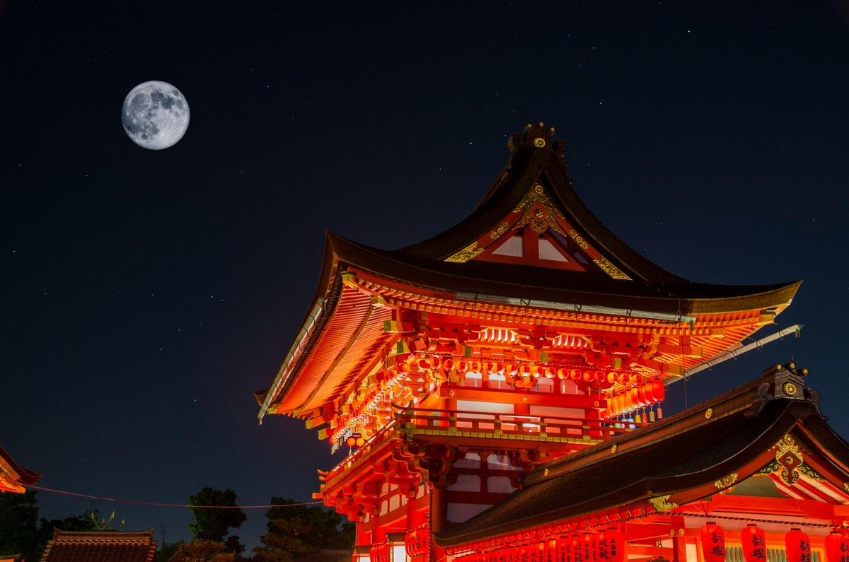 スーパームーンと京都伏見稲荷大社 pic.twitter.com/hpMKq9GJyx