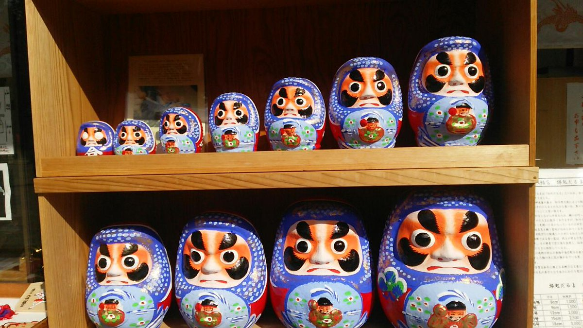 今日の仙台観光 ここら辺のだるまはみんな紫らしいよ。 http://t.co/4i4jZvNTmM
