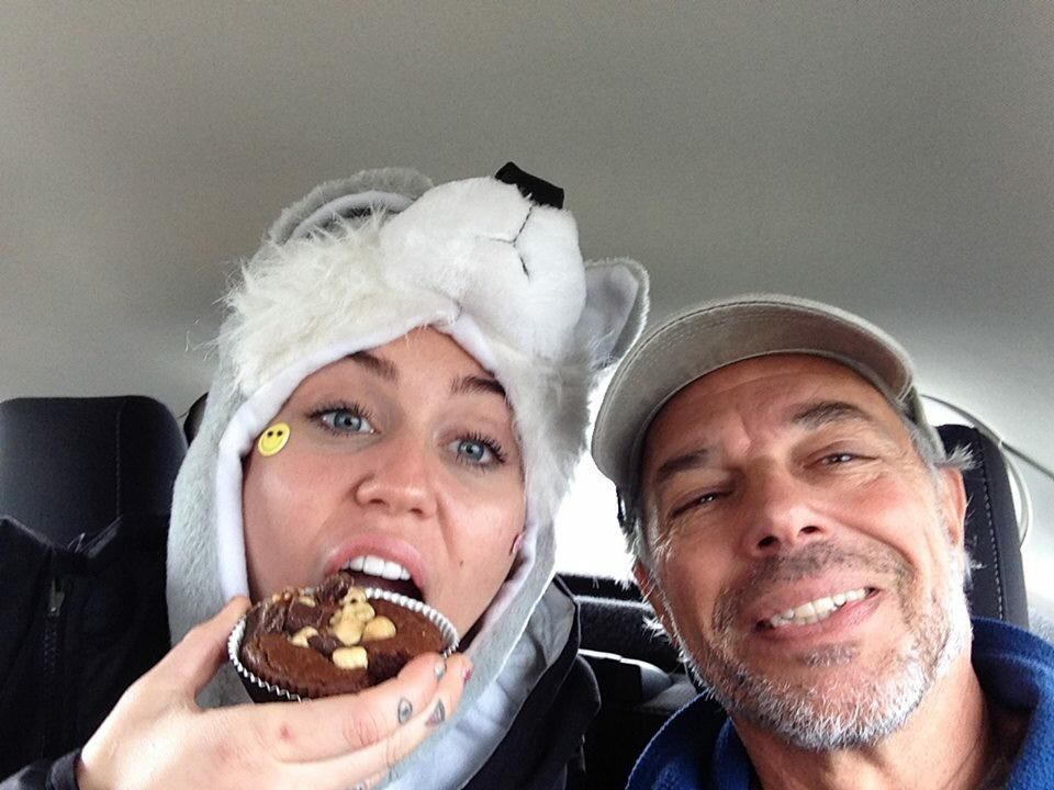 @carlsafina & @mileycyrus fighting proposed BC wolf cull-Read Carl's Beyond Words 2 learn how wolves think & feel http://t.co/lRtWccHj2p