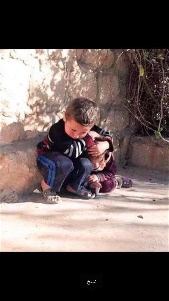 حتى الطفل يشكي وخايف من الموت من حر ماشافه من أطفال حوله  متى على الله ياعرب يوصل الصوت وتصحى ضمايركم قبل يوصلوله http://t.co/3jJ9KWOmrd