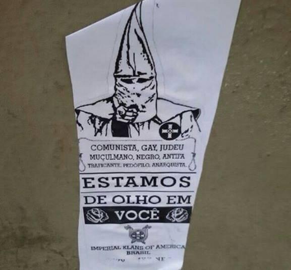Cartazes de grupo inspirado na Ku Klux Klan ameaçam homossexuais e muçulmanos em Niterói http://t.co/AM22TmW2ho http://t.co/H5Je0HS9x3