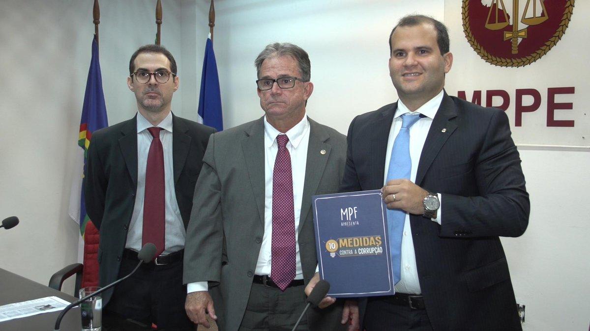 """MPF e MPPE oficializaram parceria para promoção da campanha """"10 Medidas Contra a Corrupção"""" http://t.co/2g1vdudO4x http://t.co/iOlVRg5tMz"""