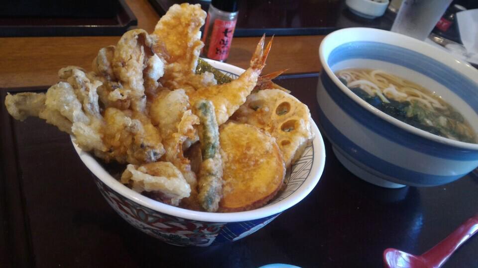 季節の天丼セット♪ さとは天麩羅が美味しいです。 (@ 和食さと 立石店 in 葛飾区, 東京都) https://t.co/vYDpQOqhg8 http://t.co/GwnwsctImp