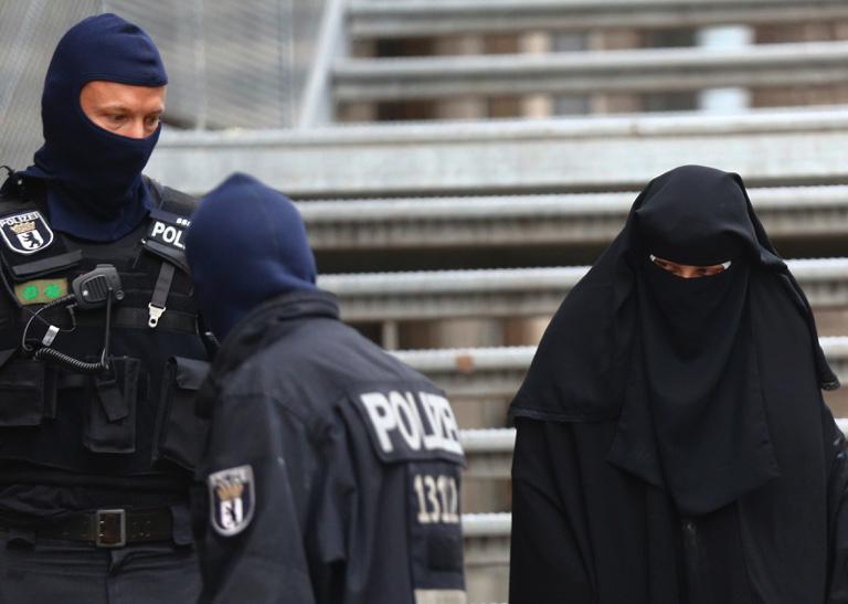 Blitz forze speciali in moschee e case di Berlino in Germania