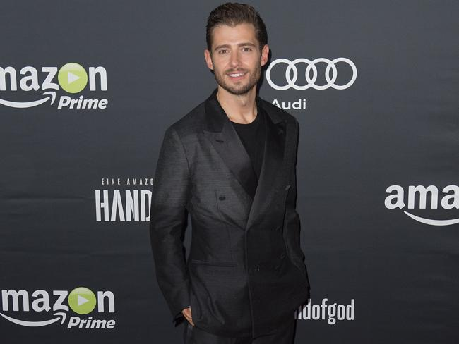 Why did @JulianM walk away from @ABCFpll? He tells us our very own @JulietIzon: http://t.co/EFPo8Bxkl4 http://t.co/m3egGbpCPK