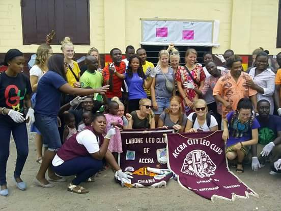 #Labone & #Accra city Leo clubs supported the painting & cleaning #NVDay15 activity led by Linda Teye in #Jamestown. http://t.co/ZvL7H4Rsup