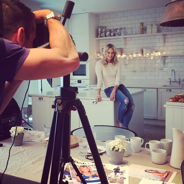 RT @healthymag: .@KimberlyKWyatt very at home in her kitchen for the day #kimberlywyatt #covershoot #behindthescenes http://t.co/czzTjlaKdv