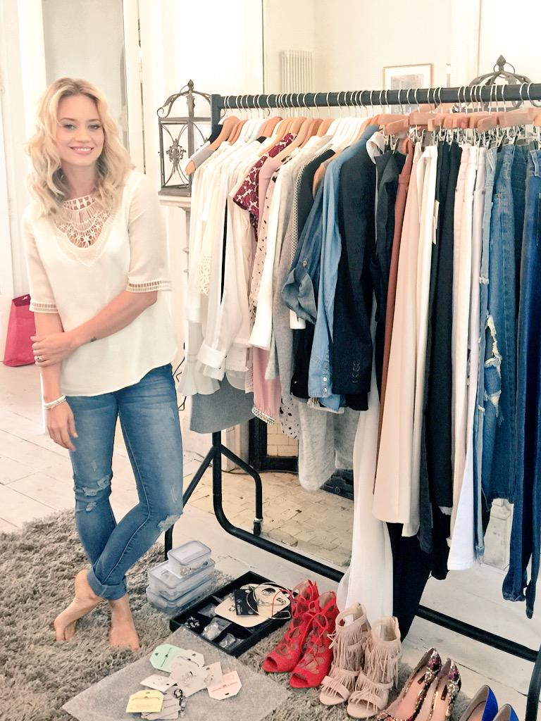 Just picking out my outfit for @healthymag 👖👗👠👢👟 http://t.co/Jb2PfeTVRR