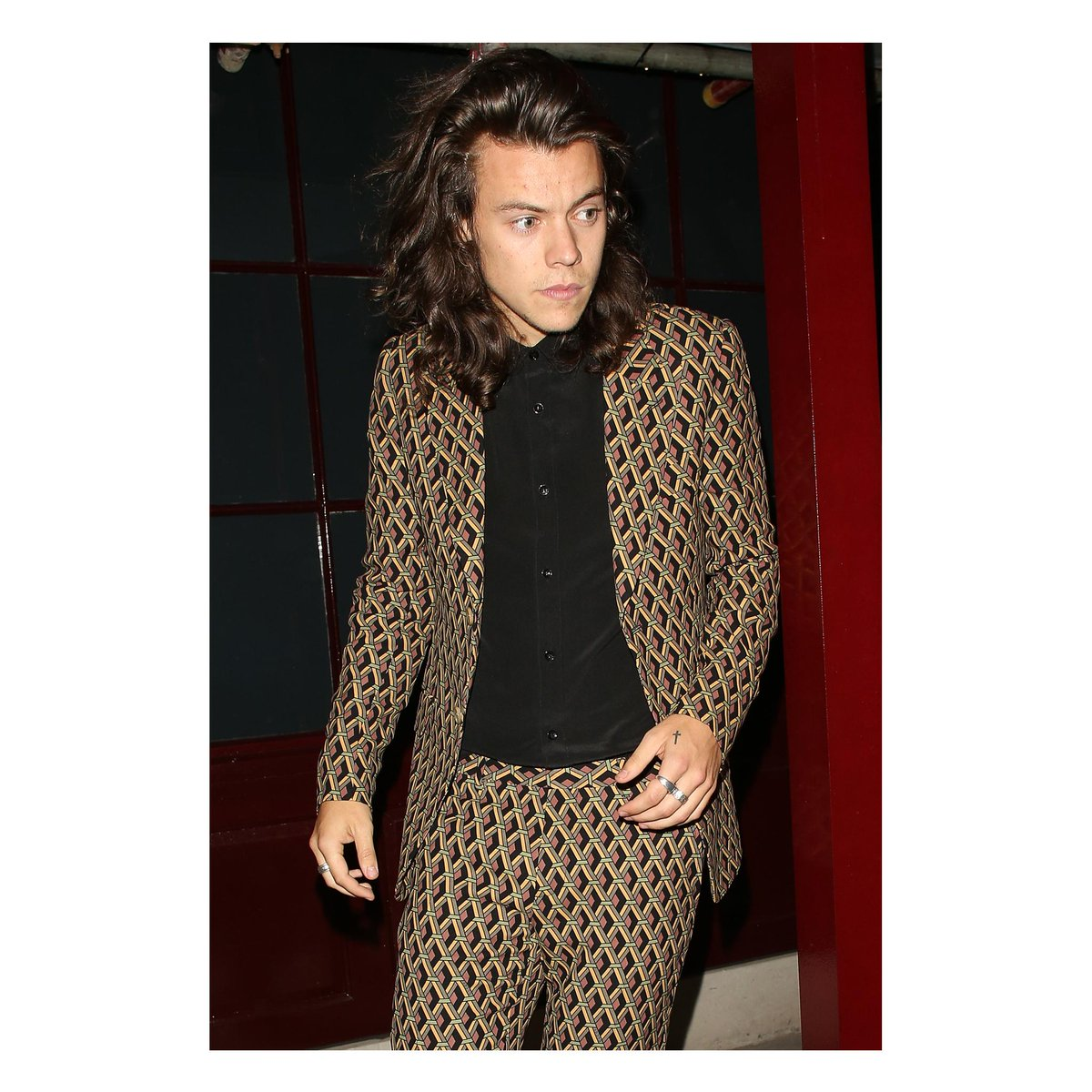 About last night in London: @Harry_Styles in a #GucciFW15 wicker print silk suit. #AlessandroMichele #HarryStyles