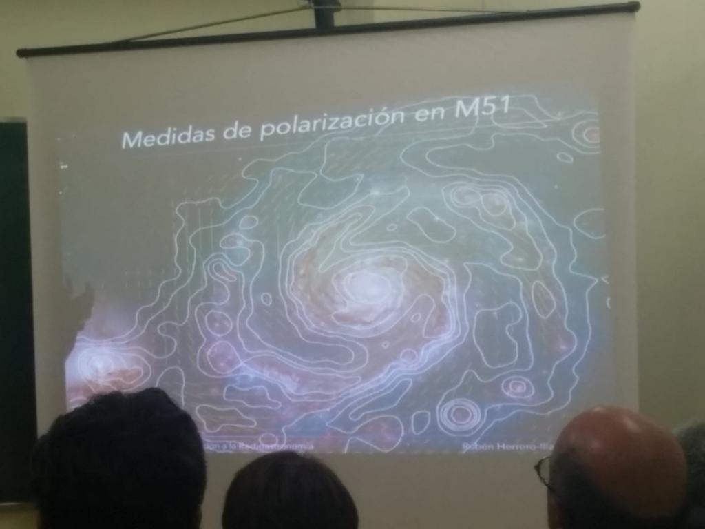 Campos magnéticos a escala galáctica. Todavía no está claro cómo se generan #radioastronomía http://t.co/oVCs1ozNah