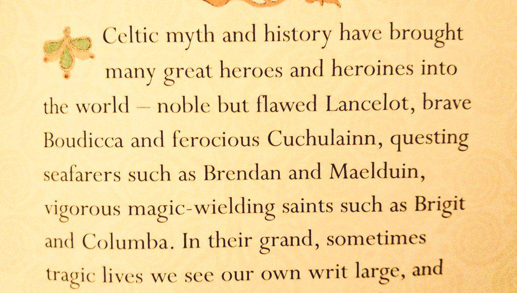 アイルランド土産にオススメな本。ケルトの呪術的意味や場所の解説から、アーサー王やクー・フーリンについて結構載ってます。ブーディカとスカサハとマーリンにもふれてる。あとこの本だとクー・フーリン33歳ってある、けど、ここは詳しくない……