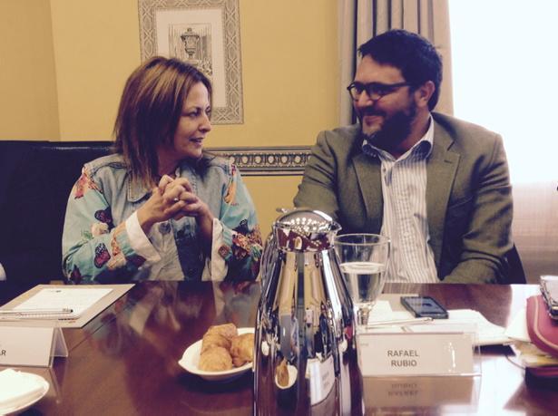 Menuda complicidad la de nuestros invitados de hoy, @immaaguilar y @rafabio, creadores de @breviarioclub #elcanotalks http://t.co/xhfyhKea0f