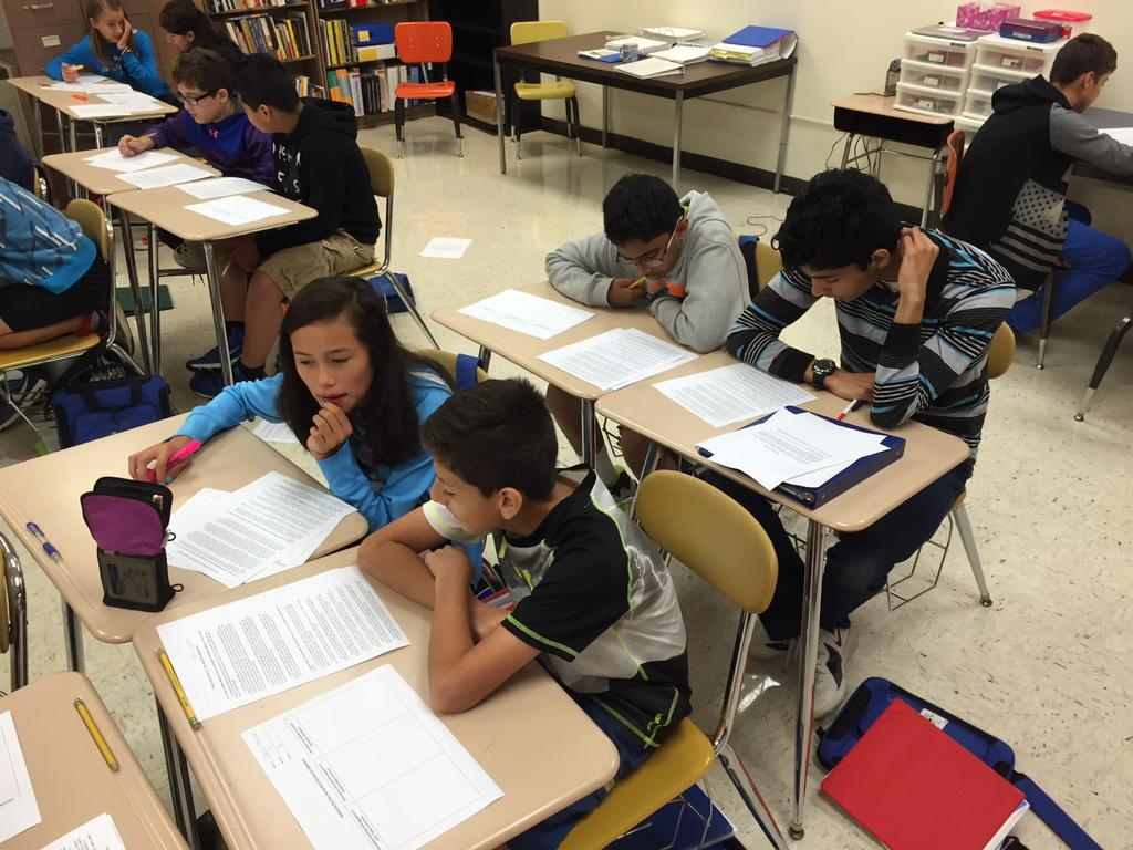 Students collaborate to identify bias in two different accounts of the Boston Massacre. WHAT REALLY HAPPENED? #wdsd7 http://t.co/2bqxkHTxyV