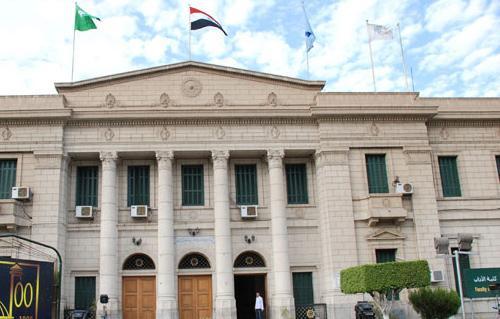 جامعة القاهرة تحظر على عضوات التدريس المنتقبات إلقاء المحاضرات