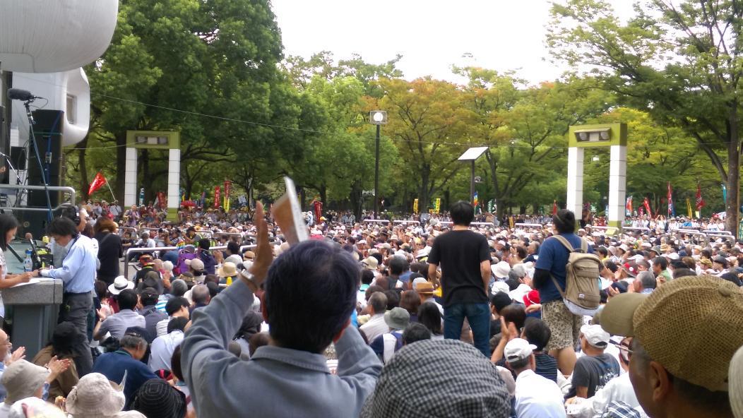 本日(23日)の代々木公園での「反原発、反安倍」の集会には25000人もの参加者があった。残念ながらマスメディアはほとんどこれを伝えない。ならば我々が全国に知らせるしかない。安保法制や原発への反対が少しも衰えていないということを。 http://t.co/gGvYScZ3bb