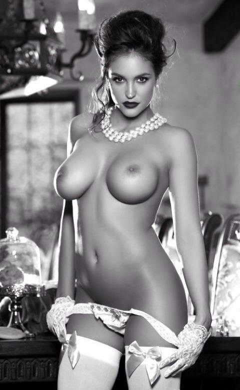 Jasmine fiore topless