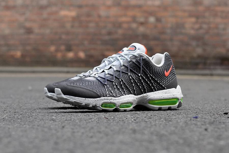 Available now. http   thesolesupplier.co.uk closer-look nike-air-max-95- ultra-jacquard-night-silver-closer-look …pic.twitter.com z23n8sD4MF 9687e31c3