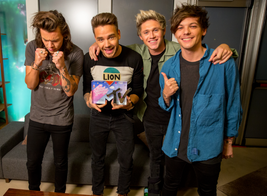 Remember how you voted for @onedirection 94 MILLION times to win #MTVHottest?! Here they are with their award!