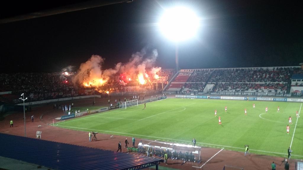 Фанаты «Спартака» подожгли файеры на гостевой трибуне