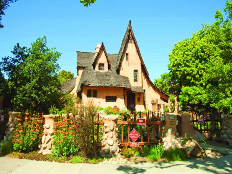 The Witch's House in Beverly Hills is breathtaking Read about this fairytale house right here https://t.co/SaCItUvlDm http://t.co/zd8NgVR2o3