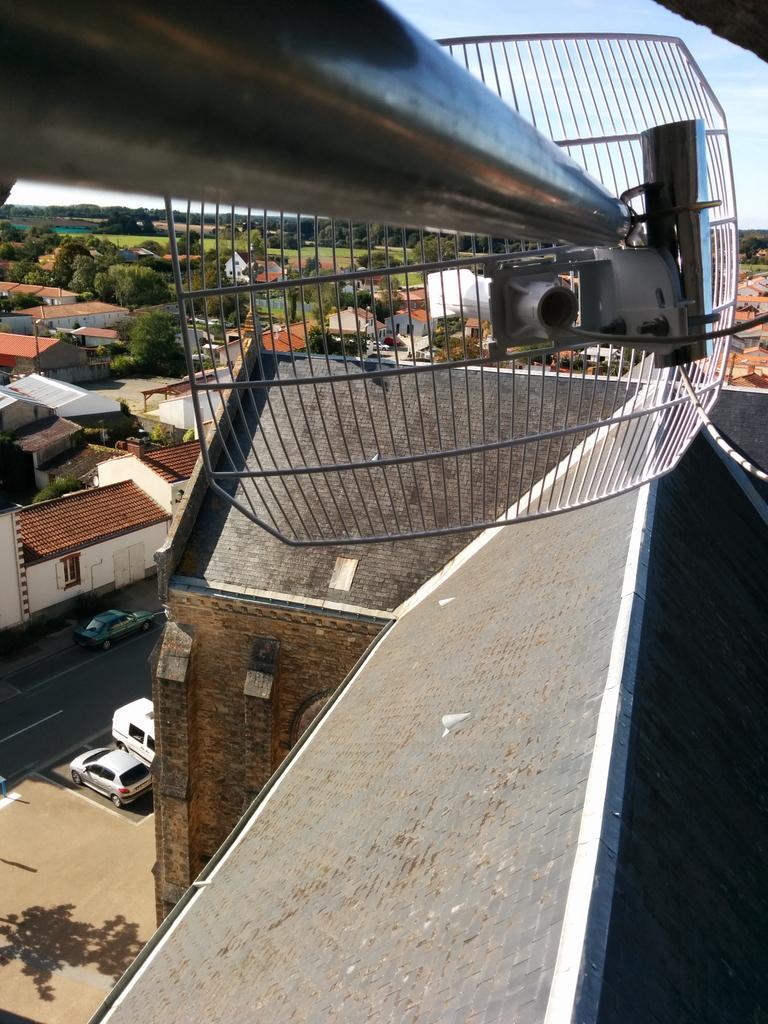 @cq94 @OperationLibre  et en plus si tout va bien tu auras internet ~30Mbps sur #chemere   ;) Pont wifi @FAImaison ! http://t.co/FqTJpcuDN9