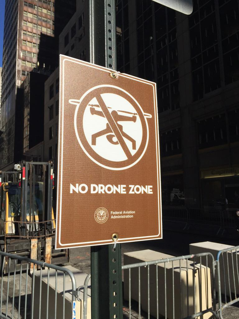 ".@FAANews ""No Drone Zone"" sign on Park Ave as #NYC prepares for @Pontifex #PopeinNYC http://t.co/CWhYhoQu77"