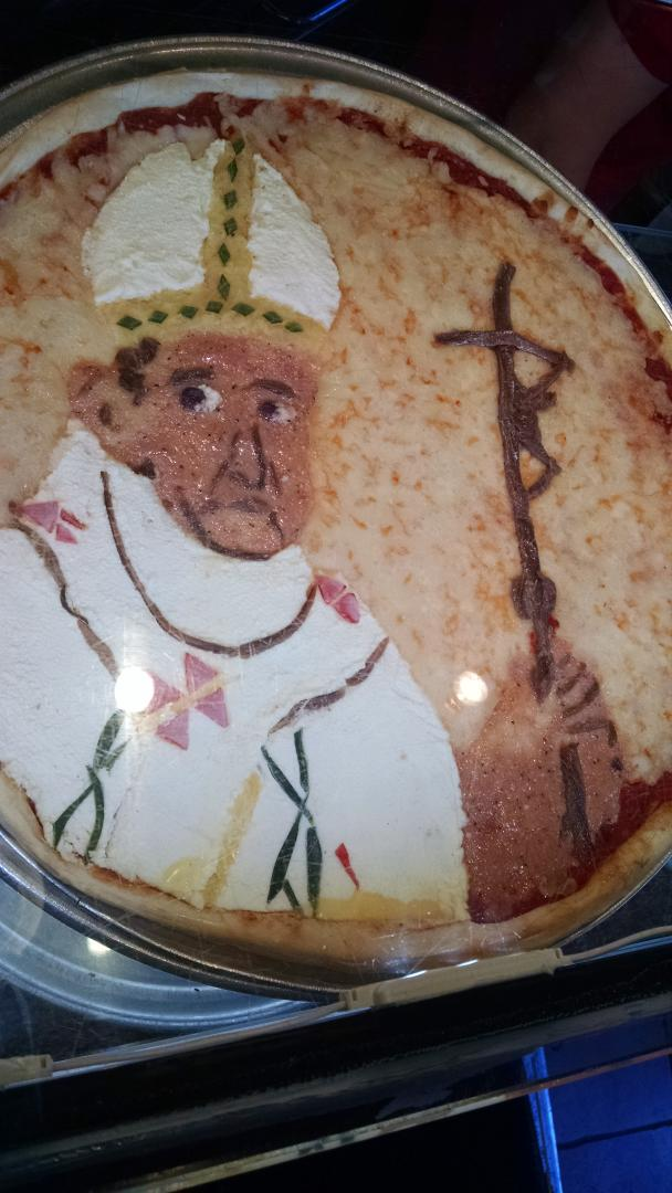 #PopeInUSA #PopeinNYC - New York style Pope pizza http://t.co/uf8YaVMG7q