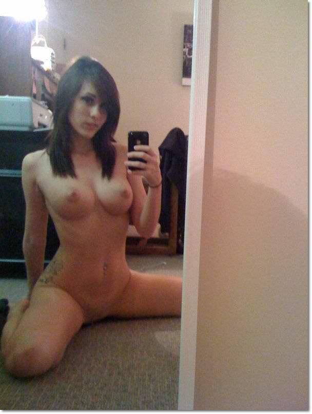 Nude Selfie 2975