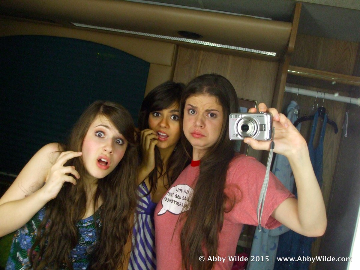 #tbt to the very last night of filming #Zoey101: @VictoriaJustice, @ErinZariah and I had serious selfie game. http://t.co/VXuii137pD