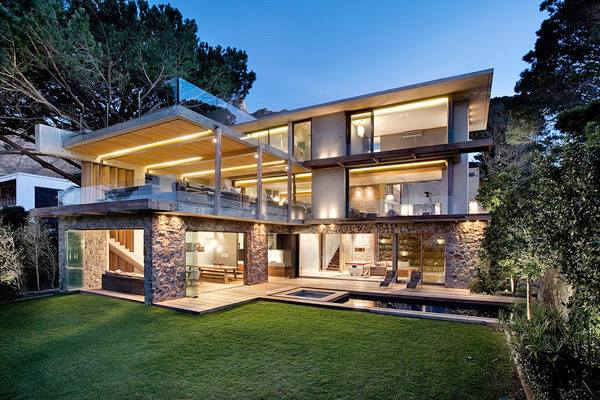 Contemporary-chic courtyard home in South Africa..