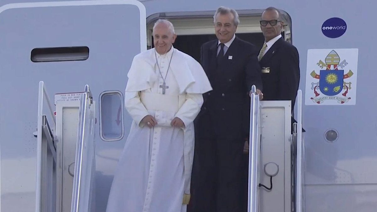Pope Francis arrives to warm welcome on his first visit to New York http://t.co/0NGxj4WJtz #PopeinNYC http://t.co/WCEvUtvXDC