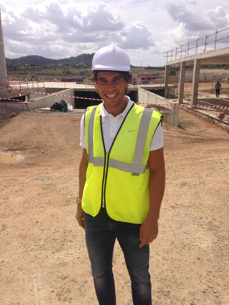 @RafaelNadal totally rockin the bob the builder look on site at @rnadalacademy ! Opening 2016 http://t.co/aABRjR8l9t