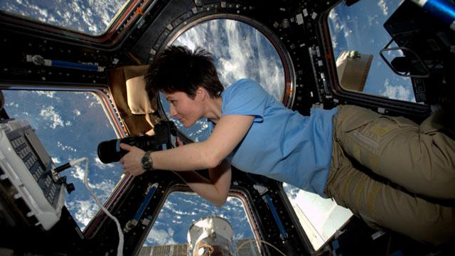 200 days over 200 miles up gave @AstroSamantha fresh view of life on Earth. Watch: http://t.co/j9U4oLuOkg #TWF http://t.co/JBtD5fBaqh